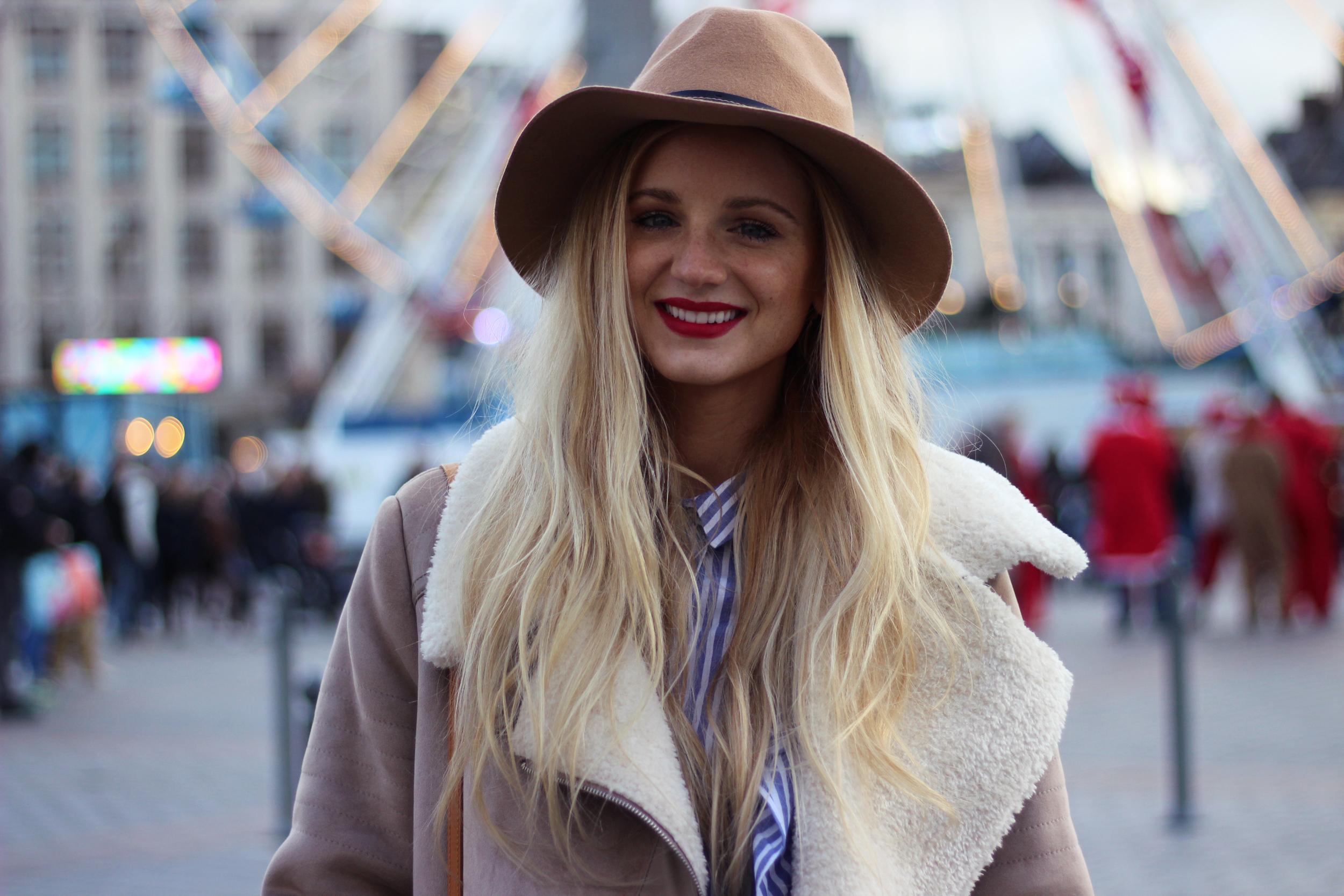 Blog mode Lille Zara manteau peau retournée chapeau volants