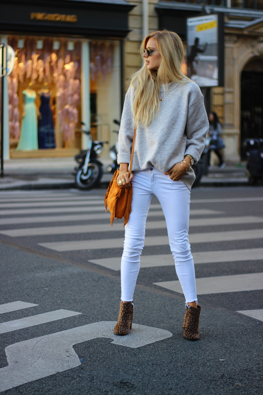 Look mode Paris blog jean blanc pull oversize tendance sac Maje M