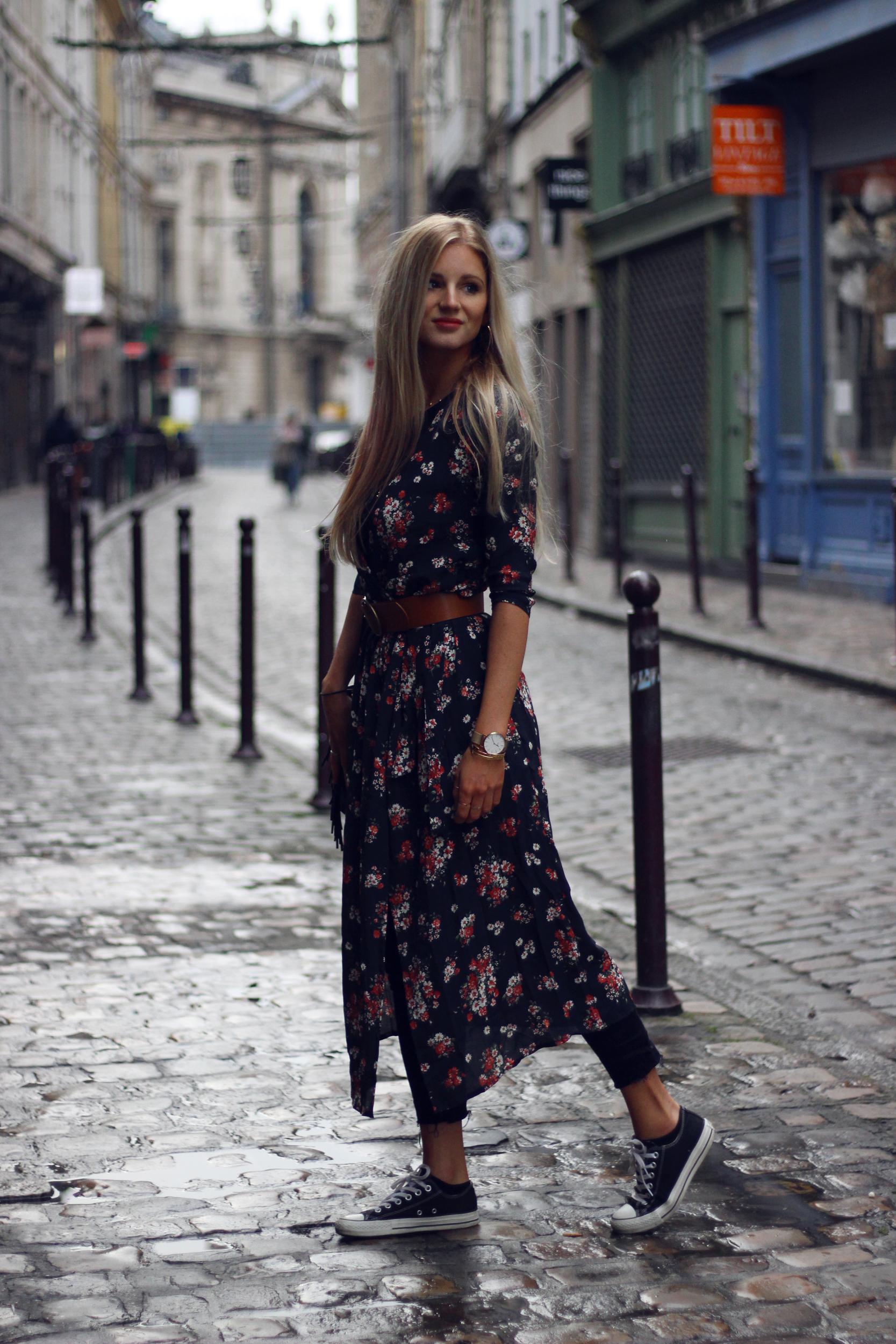 Jess Me Up blog mde robe Mango fleurs tenue converses